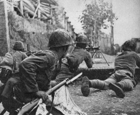 Пехота атакует вражеские позиции. Бирма 1942 г.