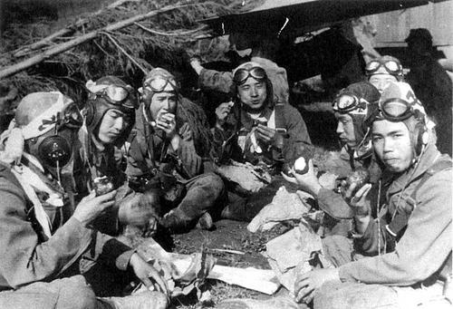 Обед японских пилотов. 1944 г.