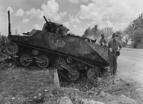 Уничтоженный танк японского флота Ка-Ми. Филиппины, 1944 г.