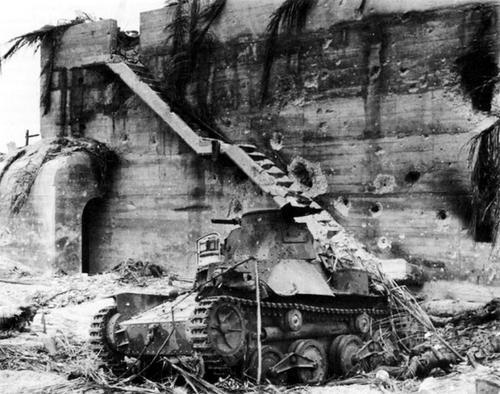 Уничтоженный танк Ha-Go после битвы за Тараву. 1944 г.