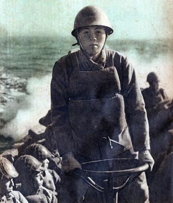 Японская пехота на десантном судне перевозится на остров Пелелиу. 1944 г.