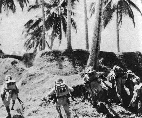 Японская пехота вторгается на остров Тулаги. 1942 г.