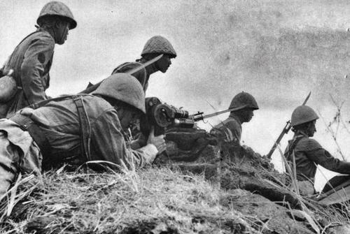 Кинооператор во время голландской кампании в Ост-Индии. Январь 1942 г.