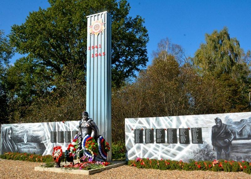 д. Каськово Дорогобужского р-на. Мемориал, установленный в 1965 году на братской могиле, в которой похоронено 30 советских воинов и мирных граждан, погибших в 1941 году. На мраморных плитах высекли 231 фамилию жителей Каськово, погибших во время войны.