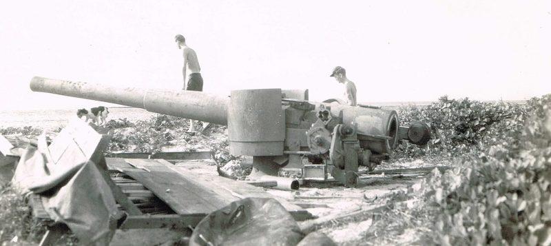 Японские орудия, захваченные на острове Сайпан. Июль 1944 г.