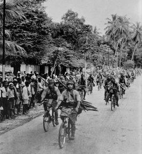 Велосипедный отряд японской армии в Ост-Индии. Март 1942 г.