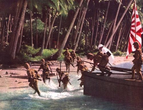 Морской десант, вторгающийся на остров Натуна. Борнео, 1942 г.