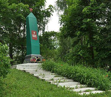 д. Усвятье Дорогобужского р-на. Обелиск установлен в память об односельчанах, погибших на фронтах ВОВ.
