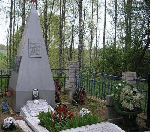 д. Большое Береснево Духовщинского р-на. Братская могила советских воинов.