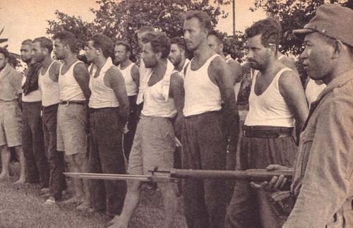 Голландские военнопленные. Индонезия, 1942 г.