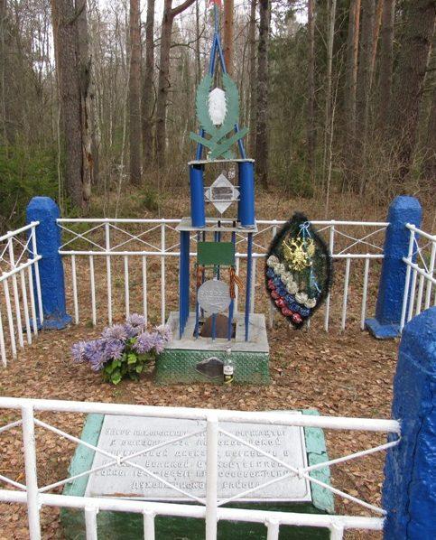 д. Грядозубово Духовщинского р-на. Братская могила советских воинов, погибших при освобождении района.