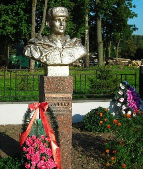 Бюст Герою Советского Союза Яковенко В.Г.