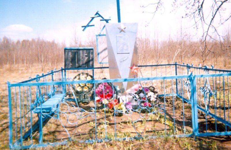 д. Никулинка Духовщинского р-на. Памятное место, где в 1942 году оккупантами были уничтожены мирные жители деревни.
