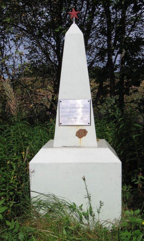 д. Рибшево-1 Духовщинского р-на. Памятное место, где 21 мая 1942 года оккупанты казнили 72 жителей деревни.