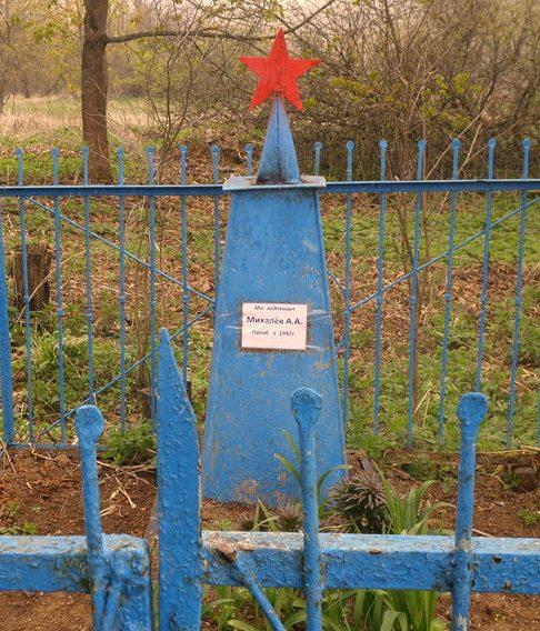 д. Шиловичи Духовщинского р-на. Могила лейтенанта Михалёва А., погибшего в 1942 году.
