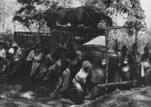 Японский грузовик в Малайе. 1942 г.