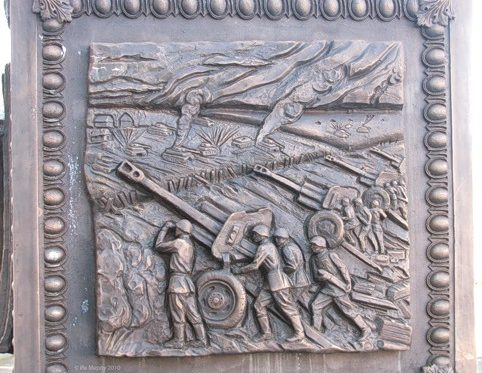 Фрагменты памятника.