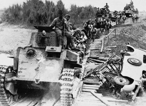 Японские танки во время вторжения. Филиппины. 1942 г.