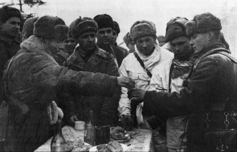 Фронтовые 100 граммов. 1942 г.