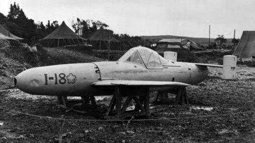 Самолет-снаряд «Yokosuka MXY7 Ohka» (крылатая бомба) с ракетным двигателем, управляемый пилотом-смертником. 1945 г.