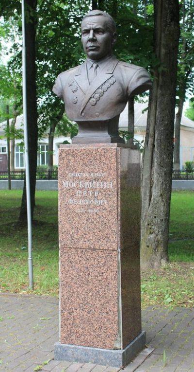 Бюст генерал-майора Москвитина П.Ф.