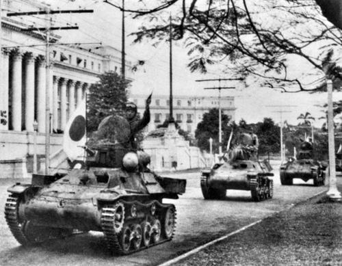 Японская бронетехника на улицах Манилы. Филиппины, 1942 г.