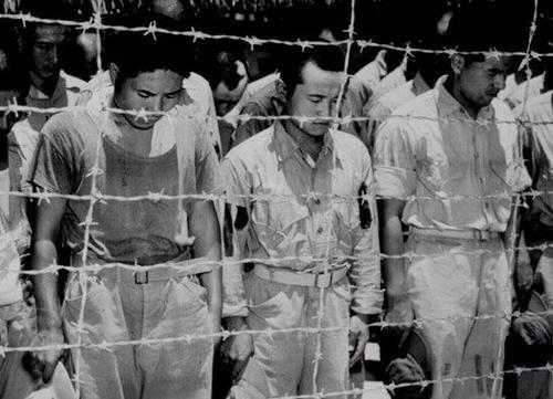 Японские военнопленные слушают объявление императора о капитуляции Японии. 1945 г.