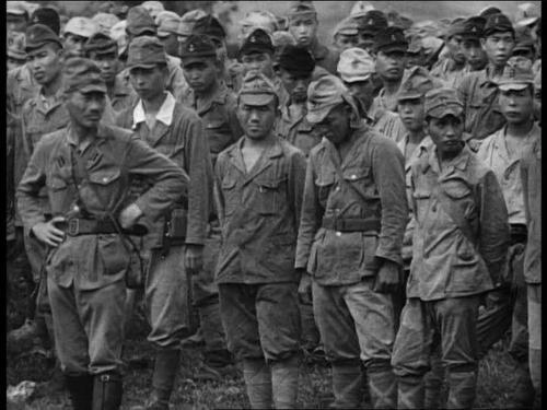 Японские солдаты сдаются в плен. Япония. Август 1945 г.