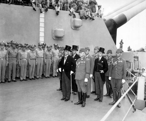 Японская делегация, прибыла на подписание капитуляции. 2 сентября 1945 г.