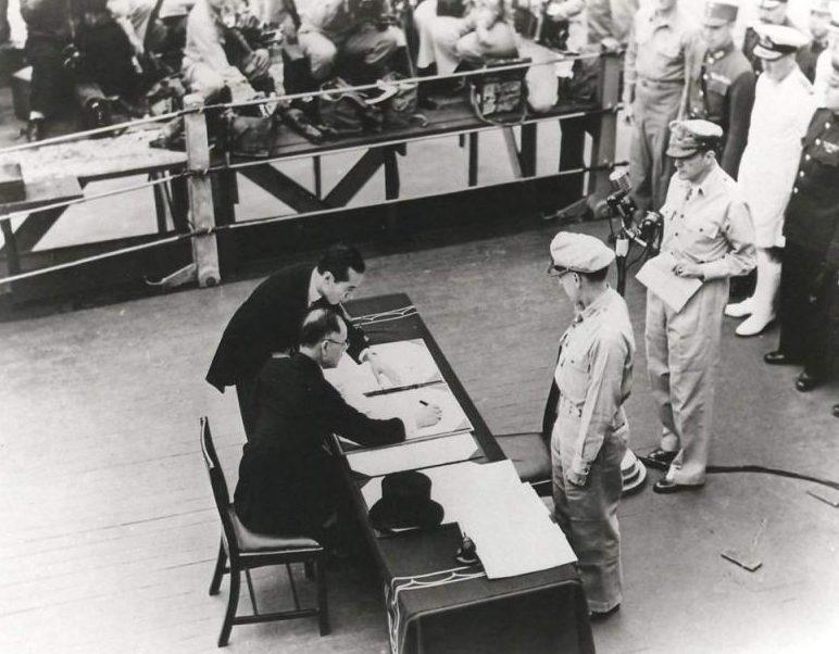 Подписание акта о капитуляции Японии на борту линкора «Миссури». 2 сентября 1945 г.