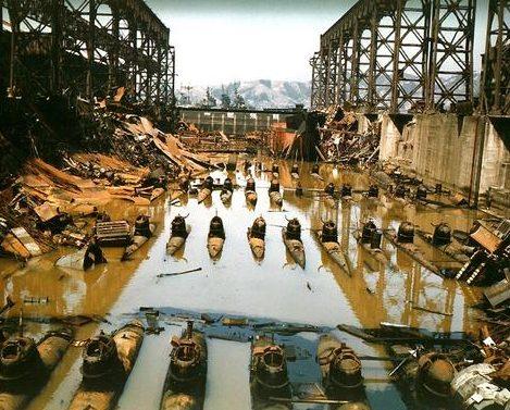 Японские малые подводные лодки в сухом доке в Куре. Февраль 1946 г.