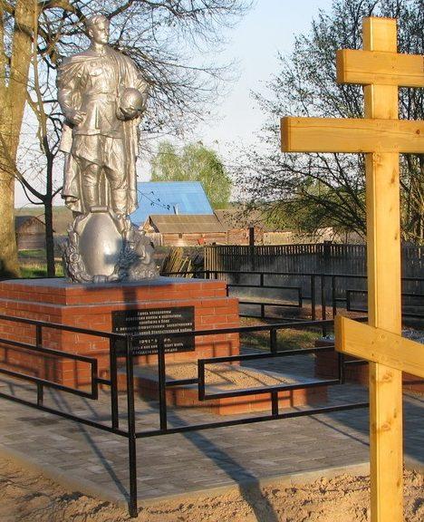 д. Сукромля Ершичского р-на. Братская могила, в которой похоронен 61 советский воин, погибший в 1943 году при освобождении района.