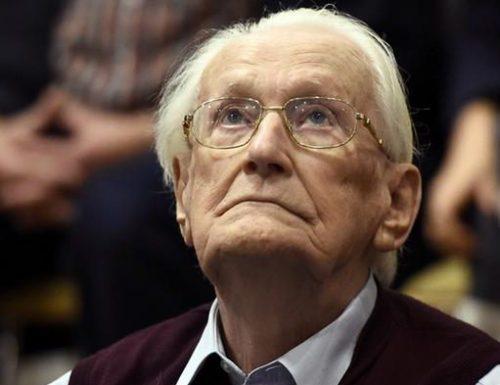Оскар Грёнинг во время судебного заседания.