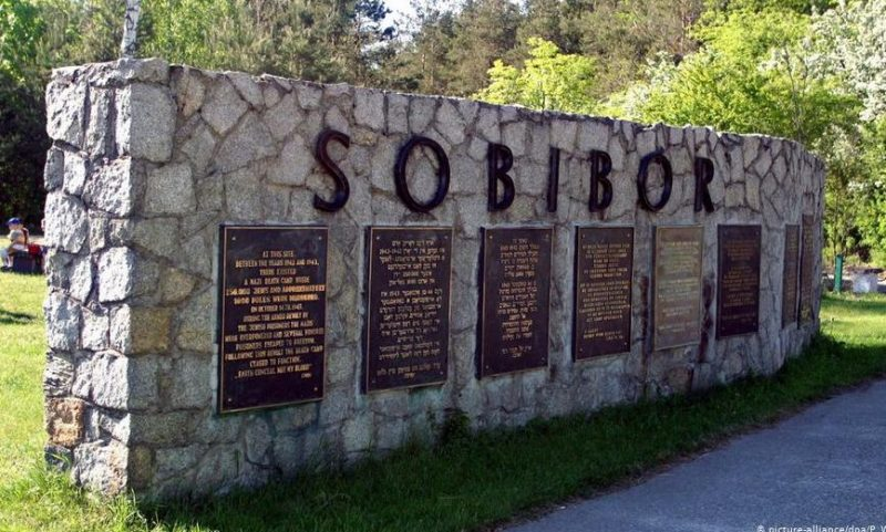Памятник на месте концлагеря «Собибор» в Польше.