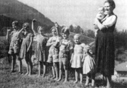 Жена и дети Мартина Бормана. 1943 г.