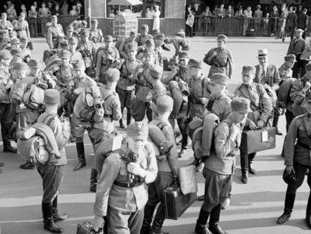 Финские кадеты выезжают на фортификационные работы на Карельском перешейке. 12 августа 1939 г.