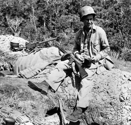 Пулеметная позиция во время обороны хребта Эдсона на Гуадалканале. Сентябрь 1942 г.