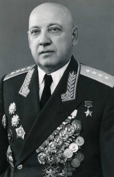Первый командующий фронтом Курочкин П. А..