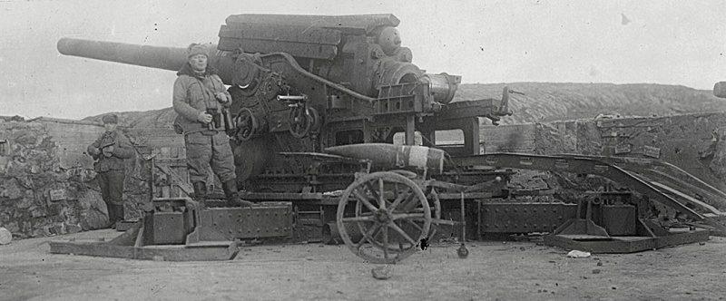 Орудие 150-мм батареи в Линахамари.