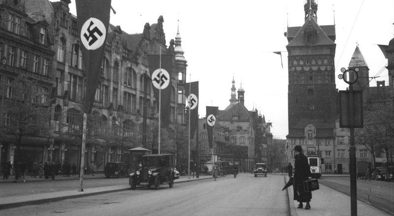 Свастики на улицах Данцига. 1937 г.