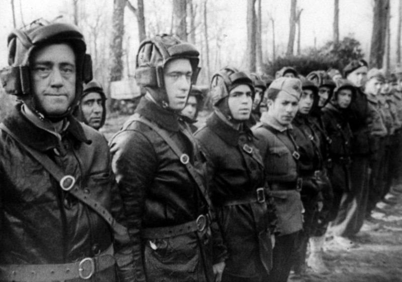 Советские танкисты-добровольцы в Испании.1937 г.