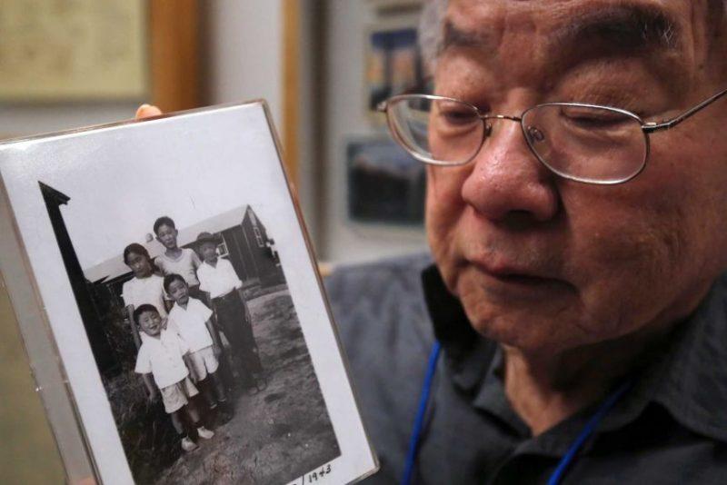 Фото уроженца Калифорнии Les Ouchida, отправленного в лагерь для интернированных в Арканзасе.