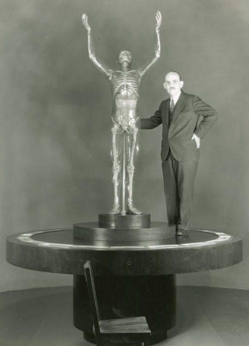 Франц Чакерт со своим стеклянным творением.
