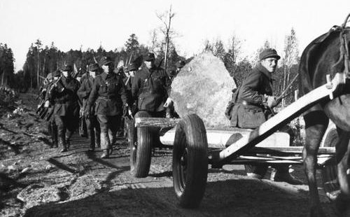 Финские солдаты во время фортификационных работ на Карельском перешейке. Октябрь 1939 г.