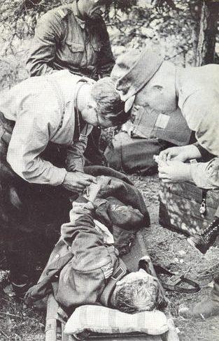 Полевой медицинский пункт первой помощи. 1941 г.