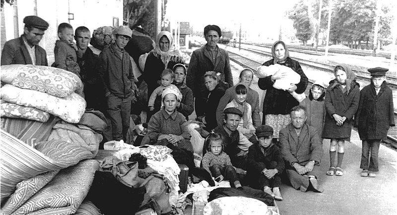 Крымские татары по прибытии в места депортации.