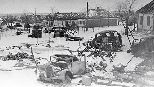 Разбитая немецкая техника на окраине Никополя.