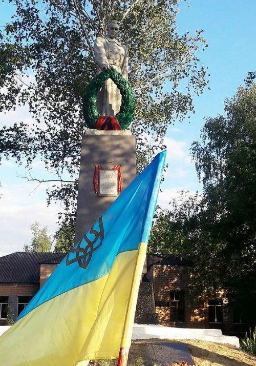 с. Борки Великобагачанского р-на. Памятник воинам-освободителям.