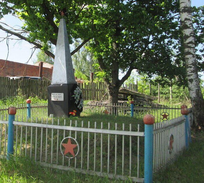 с. Екимовичи Рославльского р-на. Памятное место, где в 1942 году был организован партизанский отряд.