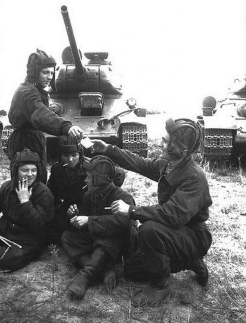 Перекур у танкистов.